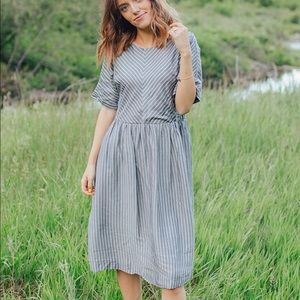 Dresses & Skirts - New with tags midi dress with pockets
